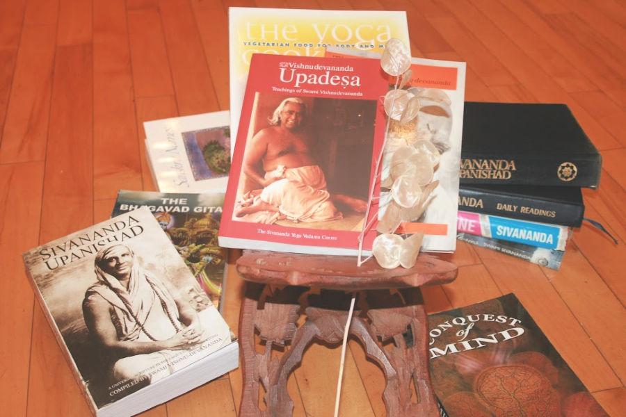 spiritual books - toronto sivananda yoga centre